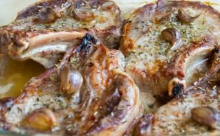 Свинина под соусом в духовке - фото шаг 2