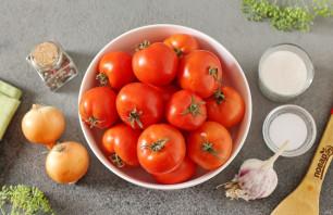 Маринованные помидоры с луком и чесноком на зиму - фото шаг 1