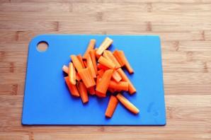 Рыба, запеченная в сметане с морковью - фото шаг 2