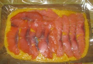 Сырный рулет с рыбой - фото шаг 5