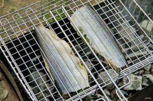 Селедка на мангале - фото шаг 5