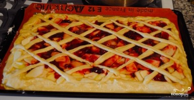 Дрожжевой пирог с яблоками и брусникой - фото шаг 10