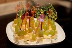 Канапе с сыром и виноградом - фото шаг 4