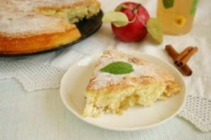 Шарлотка со сгущенкой и яблоками - фото шаг 6