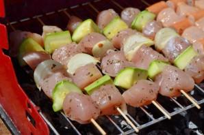 Куриный шашлык по-гречески с соусом - фото шаг 6