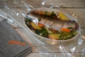 Судак, запеченный с овощами и картофелем - фото шаг 7