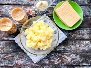 Тарталетки с сыром, ананасом и чесноком - фото шаг 1