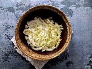 Крабовый салат с маслом - фото шаг 2