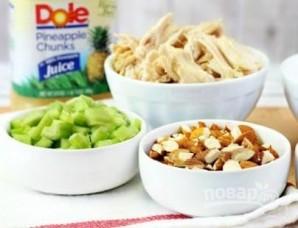 Салат из курицы, орехов и ананасов - фото шаг 1