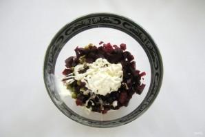 Салат из свеклы с зеленым горошком - фото шаг 6