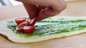 Рогалики с помидорами и сыром - фото шаг 3
