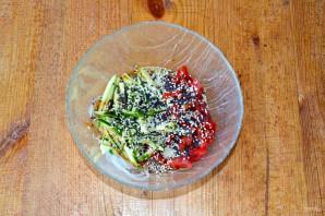 Салат с фунчозой, огурцом и перцем - фото шаг 7