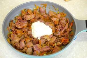 Тушеная печень с луком и морковью в сметане - фото шаг 4