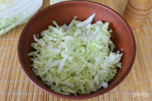Салат с пекинской капустой и яблоком - фото шаг 2