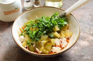 Салат с корейской морковью и маринованными огурцами - фото шаг 5