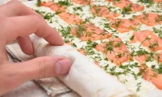 Лаваш с сыром, и семгой, и зеленью - фото шаг 6