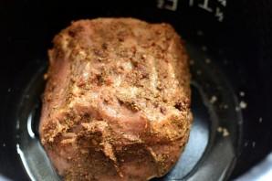 Свинина, запеченная в мультиварке, с легким овощным гарниром - фото шаг 2