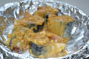 Скумбрия, запеченная в горчично-соевом соусе - фото шаг 10