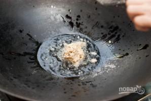 Жареная лапша с курицей и креветками - фото шаг 7