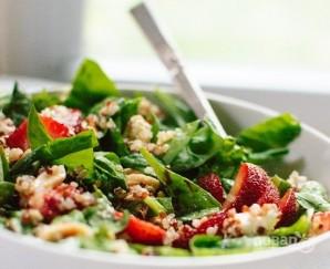 Салат с клубникой, шпинатом и киноа - фото шаг 5