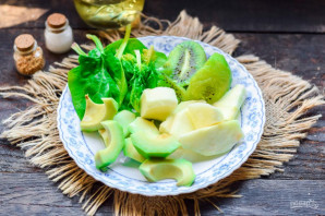Смузи из авокадо и шпината - фото шаг 2