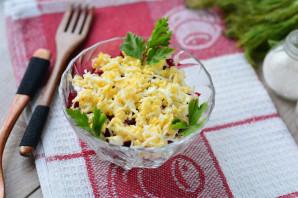Салат с консервированной сайрой и яйцами - фото шаг 9