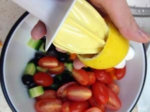 Салат с моцареллой и маслинами - фото шаг 5