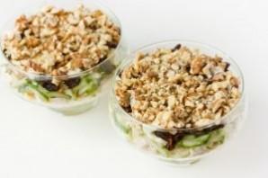 Салат с курицей в креманках - фото шаг 13