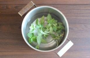 Малосольные огурцы с мятой и чесноком - фото шаг 4