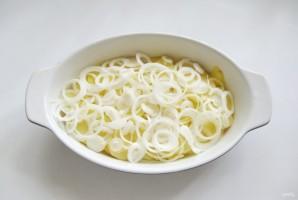 Куриные голени с картофелем и луком в духовке - фото шаг 4