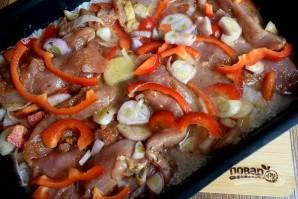 Курица с рисом и овощами в фольге - фото шаг 5