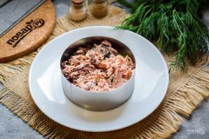 Слоеный салат с тунцом и картофелем - фото шаг 4