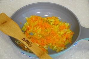 Тушеная печень с луком и морковью в сметане - фото шаг 2