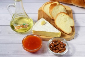 Брускетта с абрикосом, миндалем и сыром - фото шаг 1