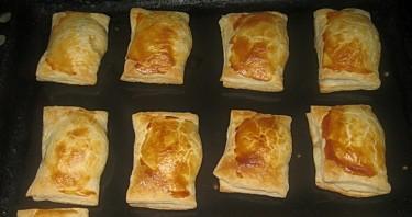 Слоеные пирожки с творогом - фото шаг 6
