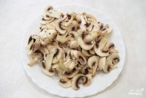 Скумбрия в духовке с грибами - фото шаг 6