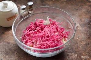 Салат из редьки с капустой - фото шаг 3