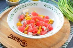 Салат с грейпфрутом и крабовыми палочками - фото шаг 5