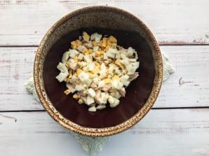 Салат с гренками и кукурузой - фото шаг 3
