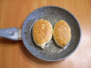 Пирожки с вишней жареные - фото шаг 11