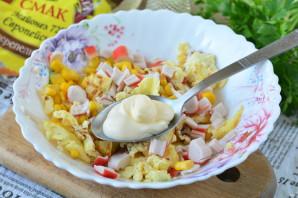 Крабовый салат с омлетом - фото шаг 7