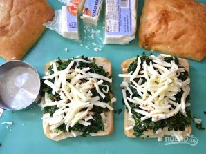 Бутерброды на сковороде с сыром и шпинатом - фото шаг 6