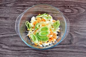 Салат с луком-пореем и яйцом - фото шаг 3