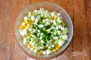 Крабовый салат с зеленым яблоком - фото шаг 5