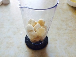 Банановый смузи с молоком - фото шаг 2