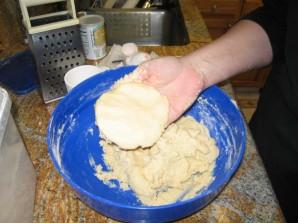 Тертый пирог с вареньем - фото шаг 5