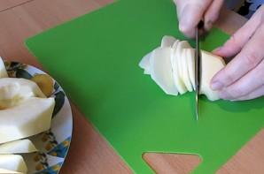 Шарлотка с яблоками и малиной - фото шаг 1