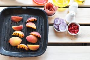 Салат с персиками - фото шаг 3