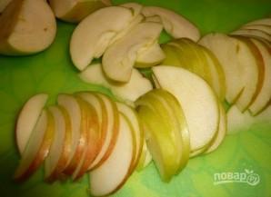 Торт на сковороде с яблоками и изюмом - фото шаг 2