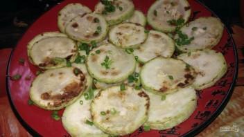 Жареные кабачки с чесноком (простой рецепт) - фото шаг 5